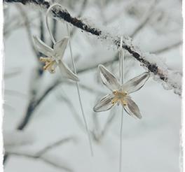 Earpiece silver flower